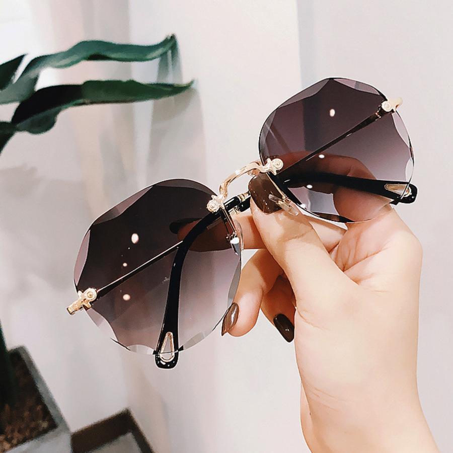 2021 2021 Gafas de sol Borde de corte de mujer Big Frame Network Network Red Star Toad Gafas Frameless ESL5