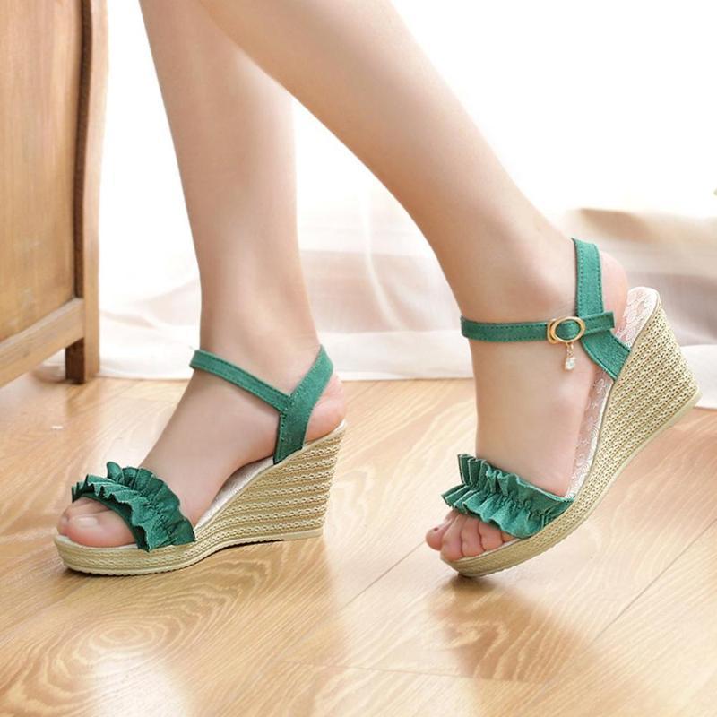 Yaz kadın sandalet renk eşleştirme süet kama topuk kelime toka su geçirmez platformu basit pileli tek ayakkabı spec elbise