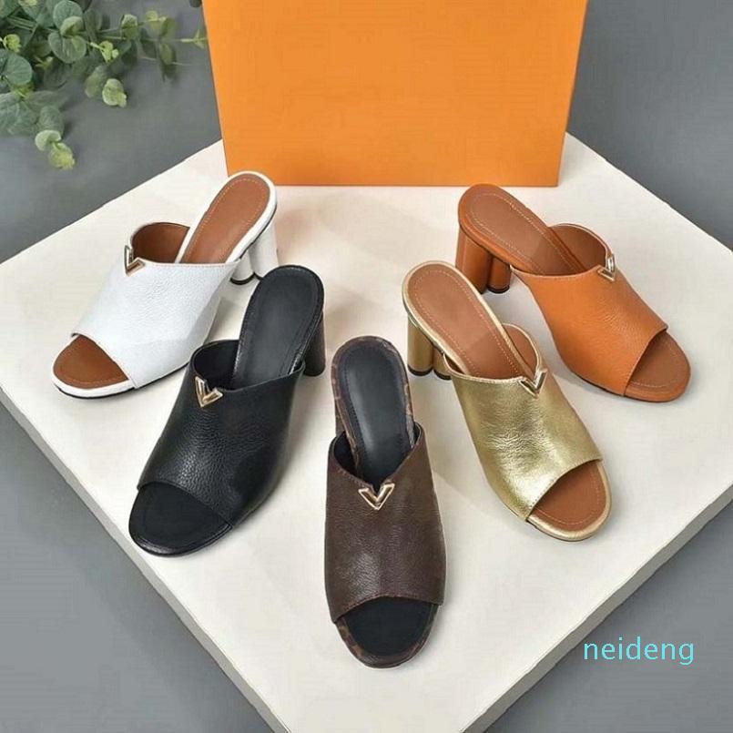 2021 Classics Women Sandals Fashion Beach Slippers Slippers Alphabet Lady Sandals Sandals de cuero Talón alto Zapatos SH008