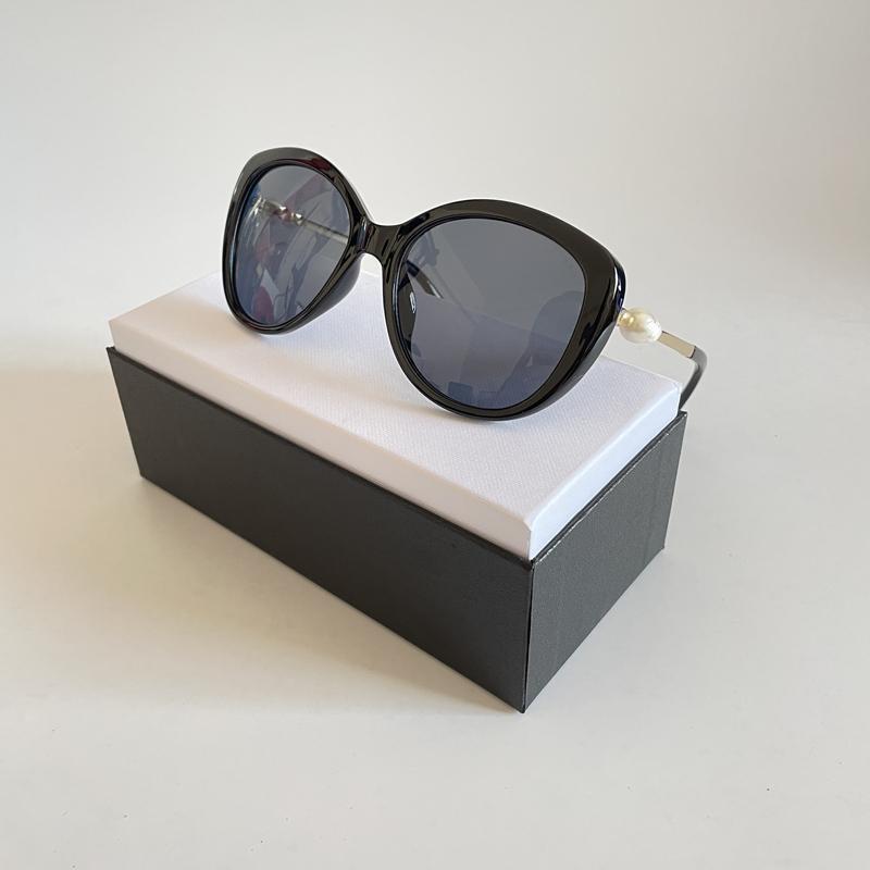 Fashion Pearl Designer Gafas de sol de alta calidad Marca de sol Gafas de sol Ojo de gato Marco de metal Mujeres Eyewear 5 Color