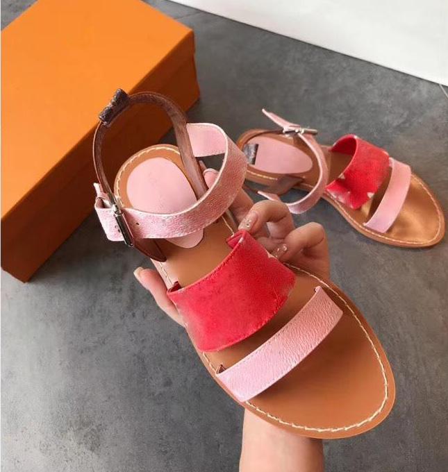 Classic Couples Style Donne Sandali Designer Fashion Flat Slides Flach Flops Pantofole Donnersale Designer Sandalo Sildi con scatola Dimensione 35-46