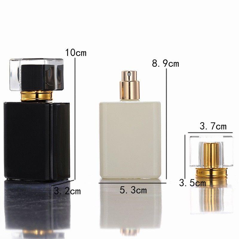 Nouveau-shirt 50pcs 50pcs Bouteille d'atomiseur de parfum carré haut de gamme 50 ml de bouteilles de pulvérisation en verre noir et blanc en verre noir et blanc portable