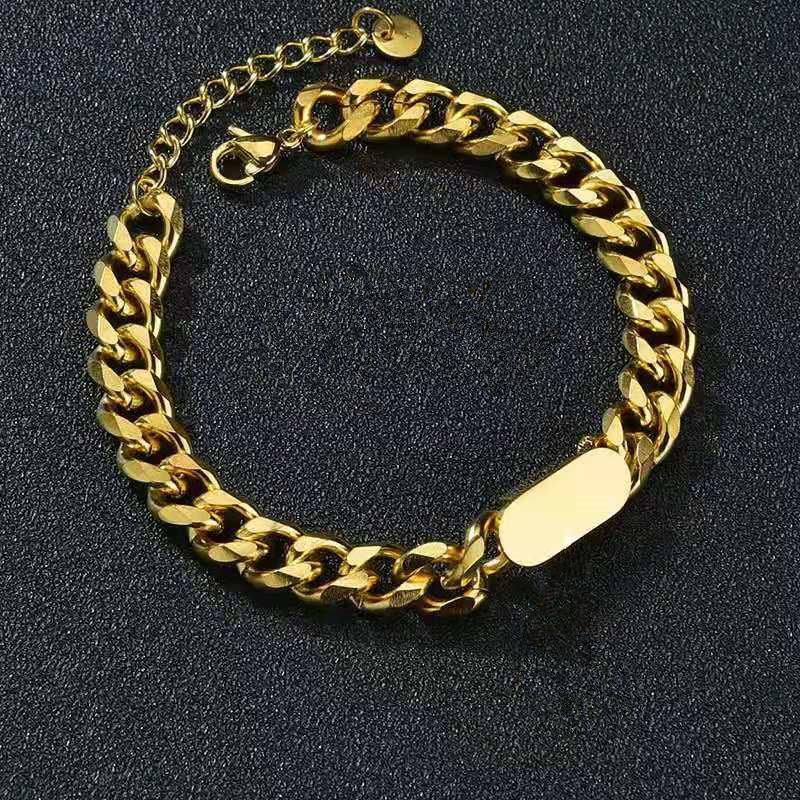 316L التيتانيوم الصلب مطلية بالذهب cdletter قلادة قلادة مناسبة للنساء / الرجال قلادة المجوهرات