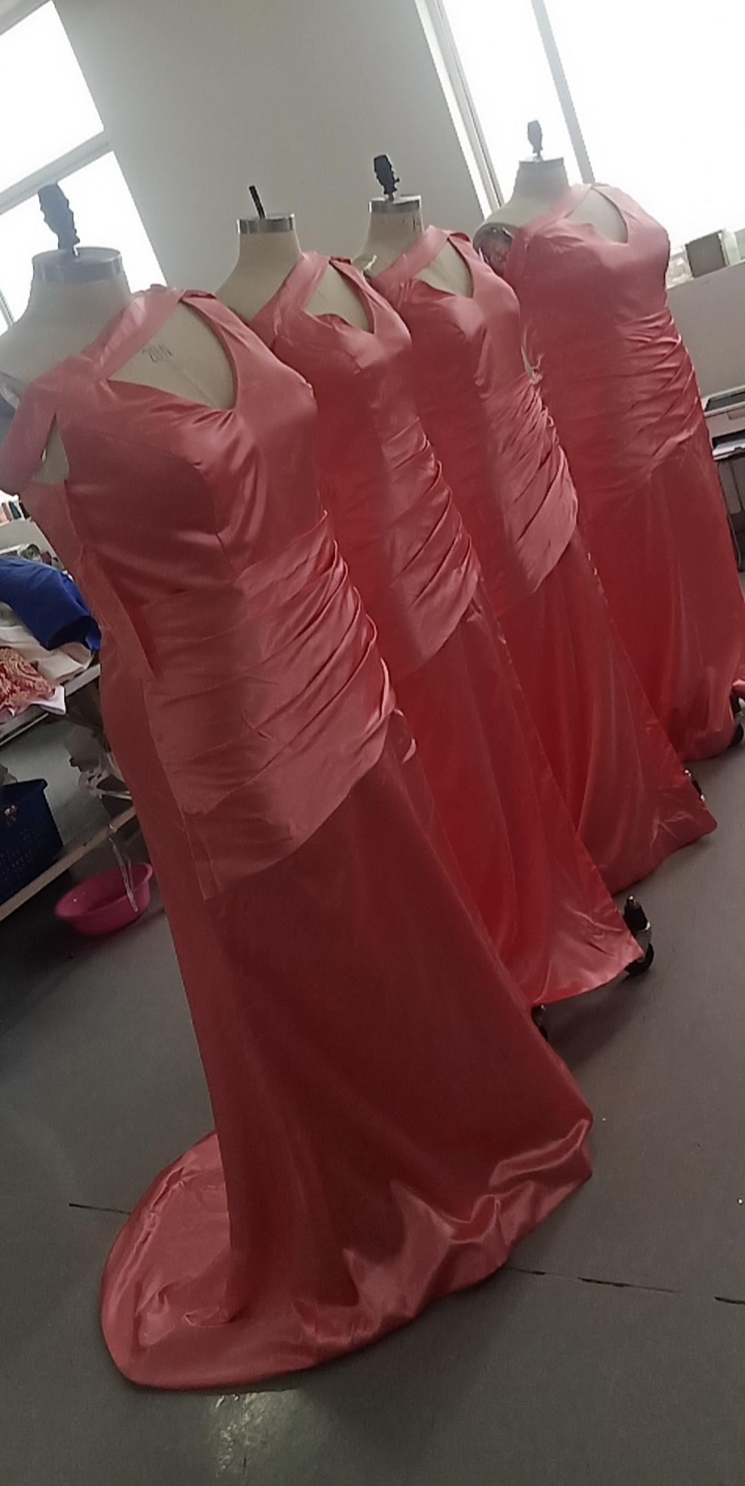 2021 vrais photos Gaine Longues demoiselle d'honneur robe sans manches Satin Satin Taille Plus Taille personnalisée Faire maigre de robe d'honneur
