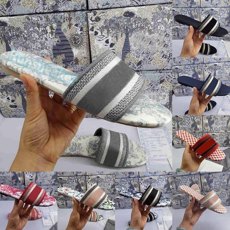 Sandálias de plataforma femininas clássicas de estilistas Slides de salto baixo em brocado floral chinelos com caixa bordada Mocassins de borracha Trend Sliders chinelos femininos