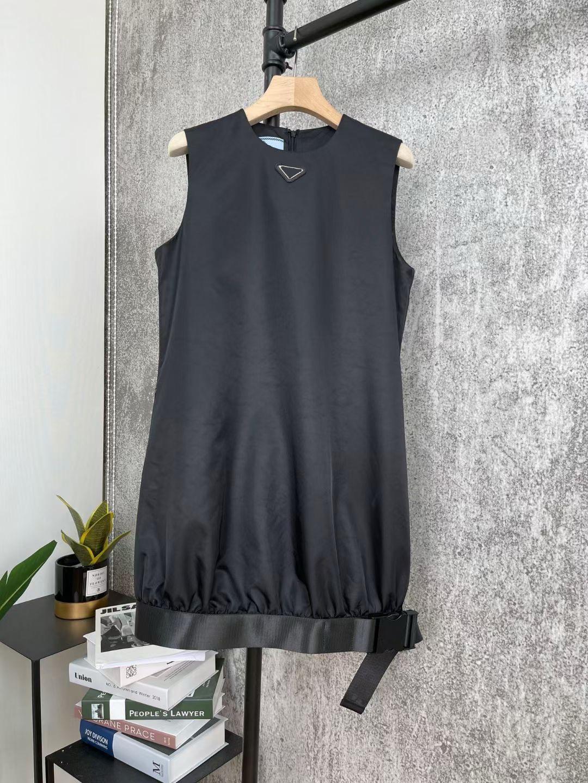 2021 Primavera verão mulheres vestido desenhista de alta qualidade moda de manga curta saia 8 modelos diferentes re nylon material com sacos-2