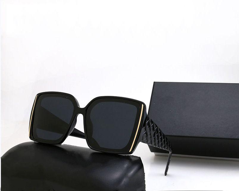 Lunettes de soleil classiques de haute qualité Sunglasses de luxe Marque Mens femmes Soleil Sun Glasse lunettes Lunettes carrées Verres avec boîte