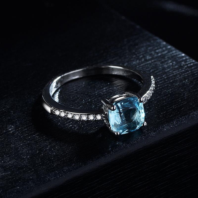 Europäische und amerikanische Mode High-End-Schmuck europäischer und amerikanischer neuer Inlaid-Londoner blauer Topas-Square-Diamantring Luxus-farbige Edelsteine