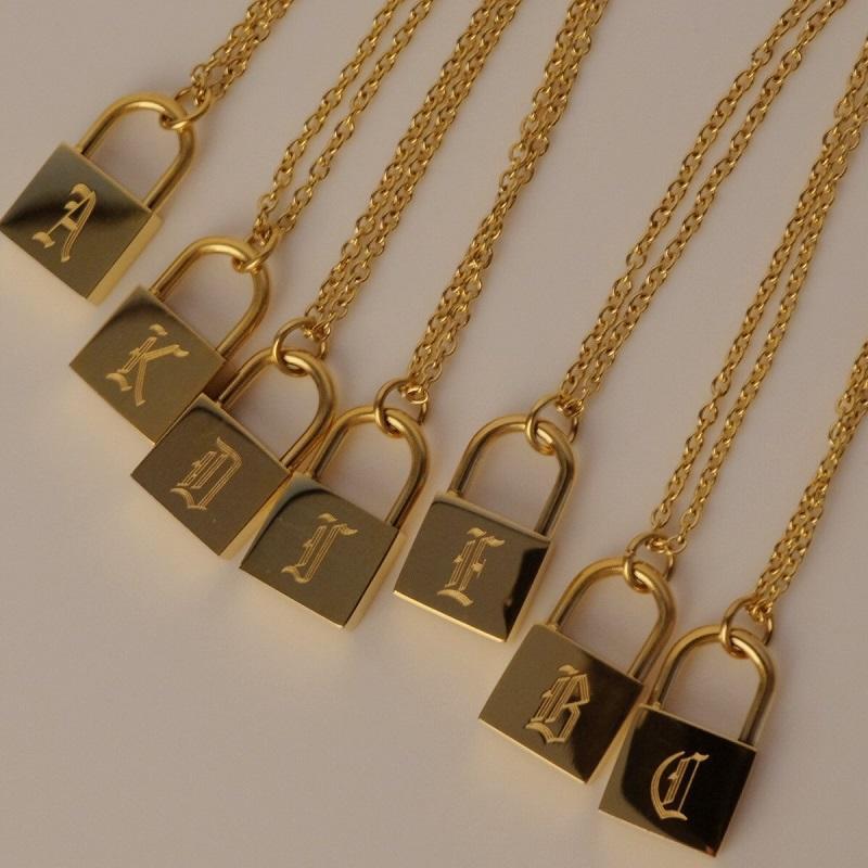 26 инициалов Письмо подвеска ожерелье хип-хоп из нержавеющей стали O-цепочки старый английский позолоченные персонализированные блокировки очаровательные ожерелья мужчины женские ювелирные изделия