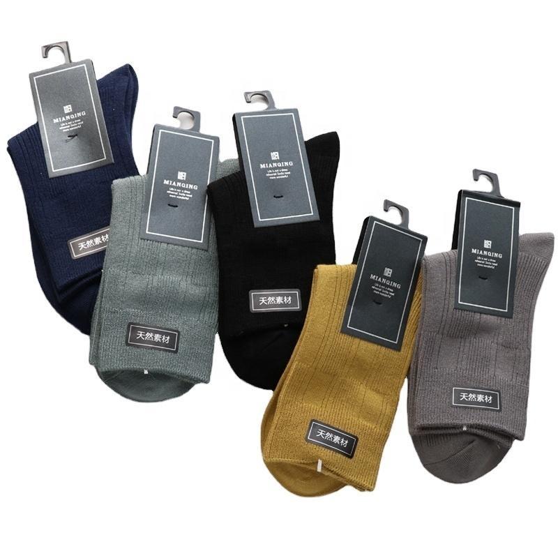 Hersteller Großhandel Baumwollstrümpfe in der einfarbigen doppelten Nadel Herbst- und Winter-Männer-Socken