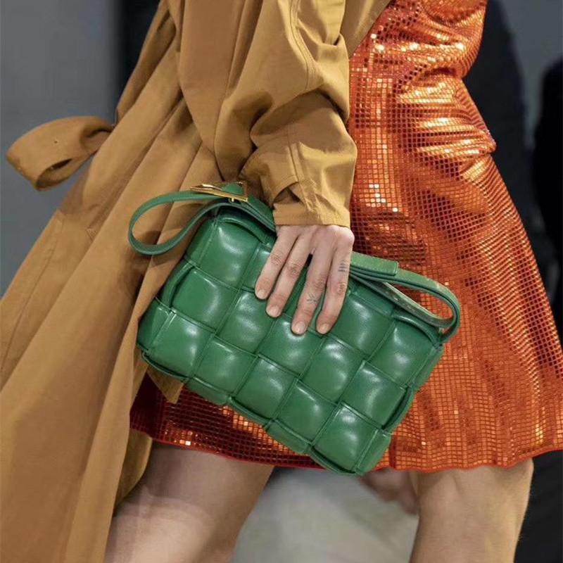 2021 na moda estilo de couro senhoras tecidos saco de mensageiro temperamento negócio casual verificação de bolsa de bolsa de luxo de alta qualidade de luxo sacos de ombro e carteira