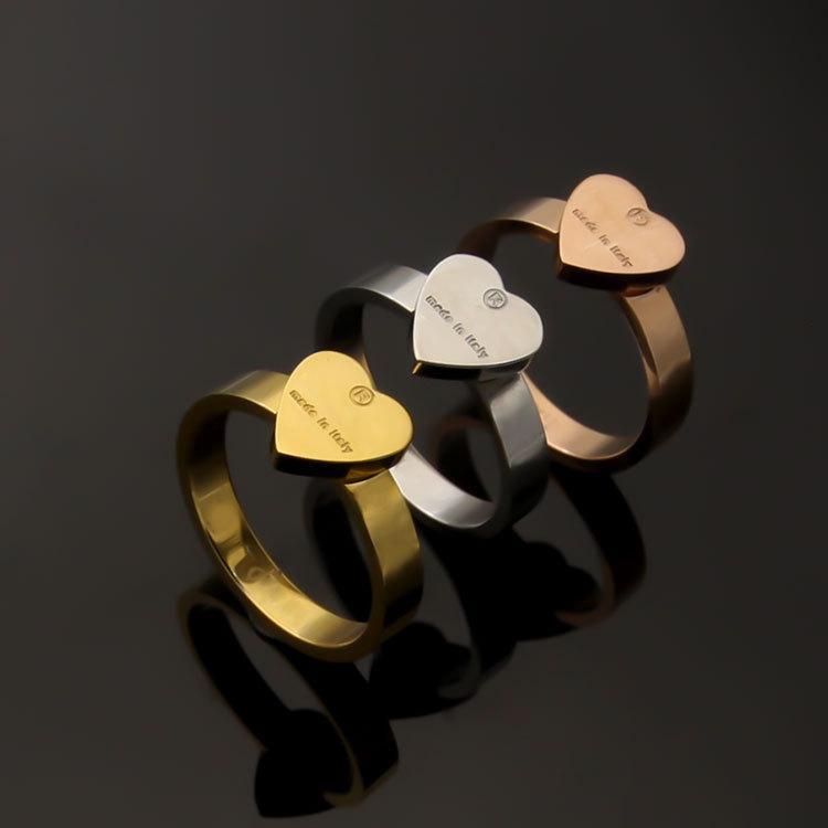 Mode Femmes Mens lettre G Bague Titannium Heart Heart Charms avec Fabriqué à Intaly Engavé Anillos Anillos Three Colors