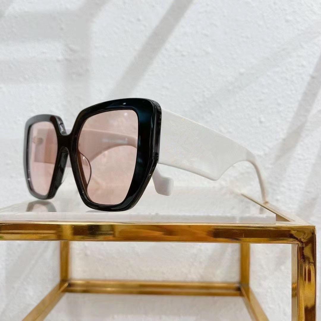 نظارات شمسية للرجال والنساء الصيف نمط مكافحة الأشعة فوق البنفسجية الرجعية 0956 لوحة مربع كبير غير مرئية إطار الأزياء النظارات مربع عشوائي