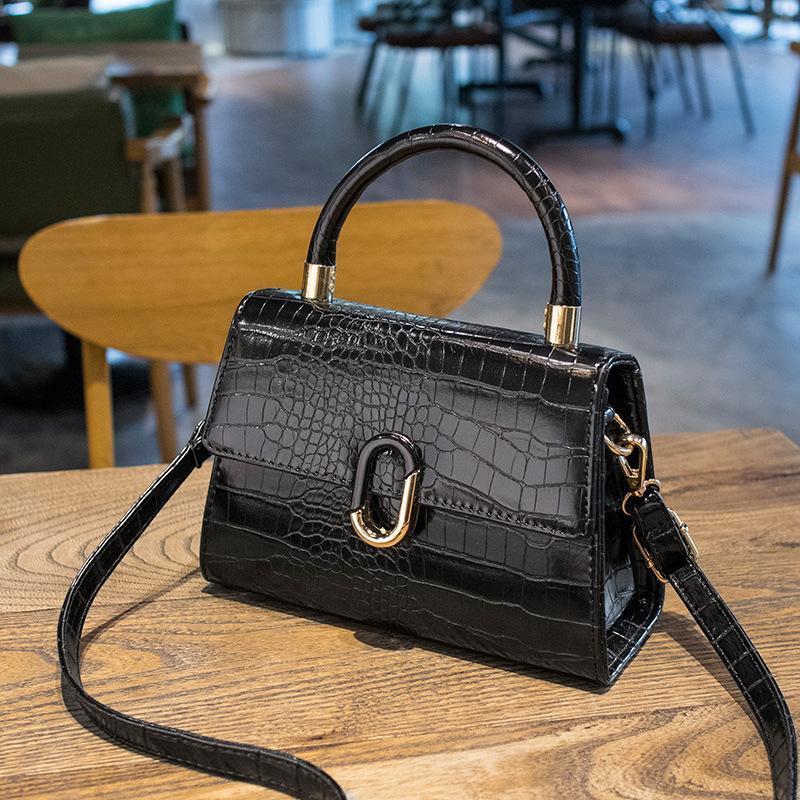 Bolsas de noite Summer PU couro Crossbody para as mulheres 2021 Trend Messenger Bag Mulheres Trending Ombro Bolsas Elegant