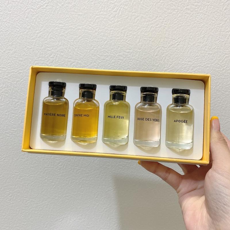 Satış !!! High-end Makyaj Koku Rose des Havalandırma 10ml * 5 adet EDT ile Kutusu 10 ml Apogee 5 1 Parfüm Seti