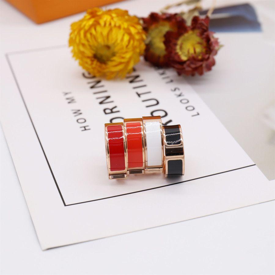 Esmalte del diseño de la letra del anillo de la moda para el hombre mujer anillos joyería para mujer 4 colores opcionales con el embalaje del regalo