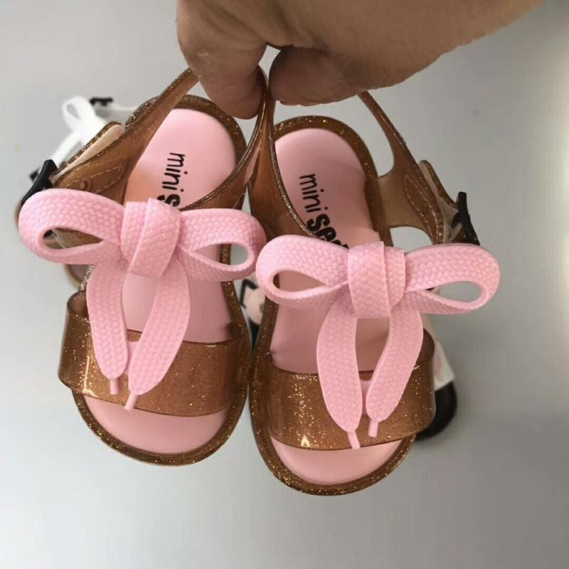 أحذية صغيرة 2021 الصيف نمط جيلي الأحذية فتاة عدم الانزلاق أطفال شاطئ صندل الصندل الصنادل