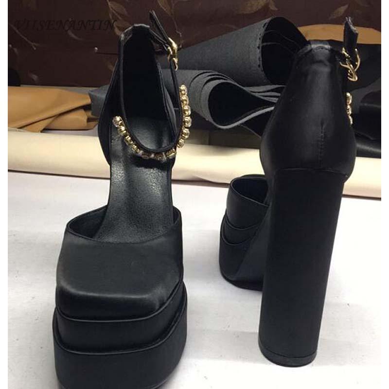 Robe chaussures mode imperméable plate-forme plate-forme carrée tête creuse nue chaîne strass chaîne solide couleur baotou satin satin hauteur talon sandales