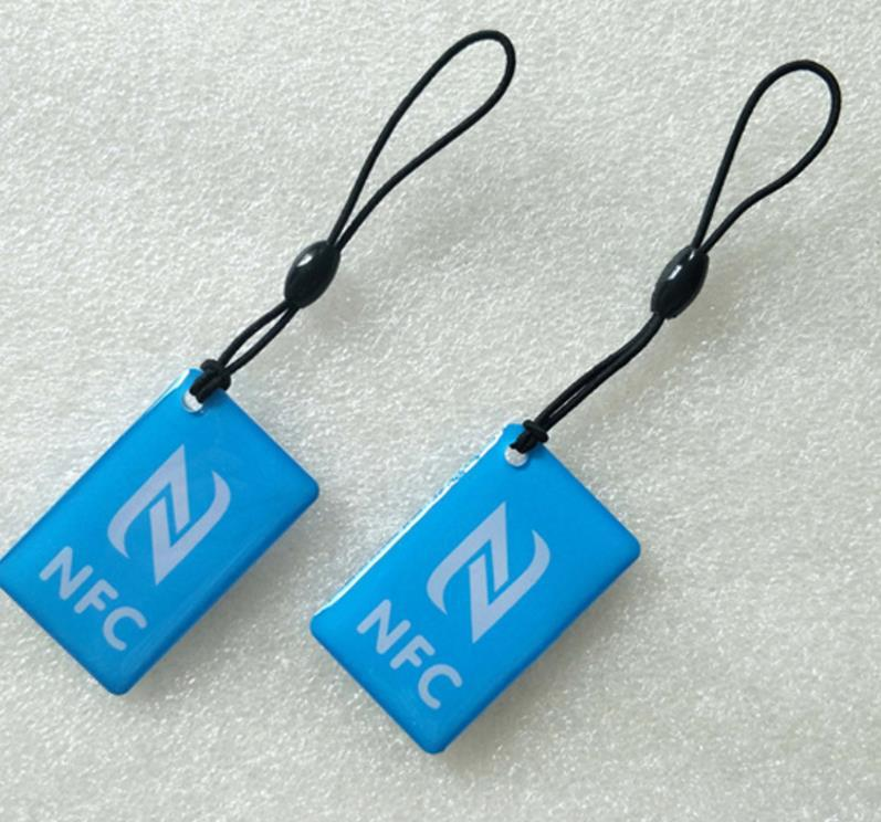 Etiqueta de epoxi de NFC RFID con NFC213 Etiquetas de viruta Tarjeta de control de acceso diferente Forma de diseño ISO144443A 213 NFC Etiquetas + cuerda 1000pcs