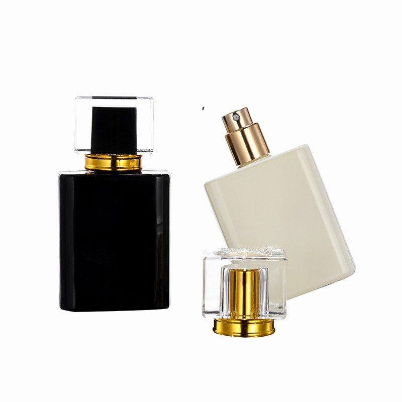 Nouveau-shirt 50pcs Bouteille d'atomiseur de parfum de parfum carré haut de gamme 50 ml de bouteilles de pulvérisation de brouillard fine brouillard noir et blanc portable BWA7440