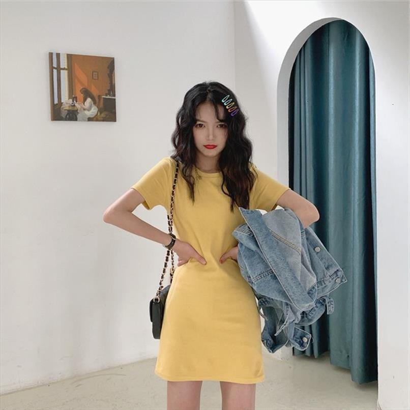 Version coréenne d'été de la robe pour femmes La jupe de mode étudiante mi-longueur