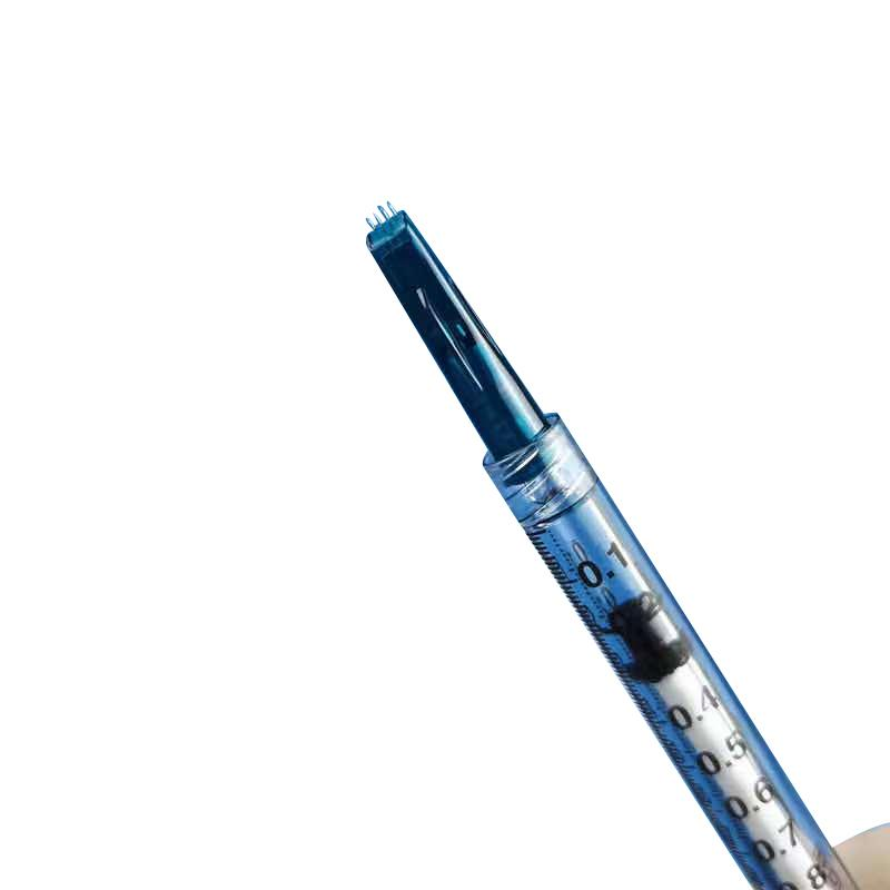 눈과 목 라인 주위 안티 에이징을위한 주사기와 파란색 손 멸균 미세 미세한 주사 피부 관리 도구 아름다움 마이크로 니들 롤러