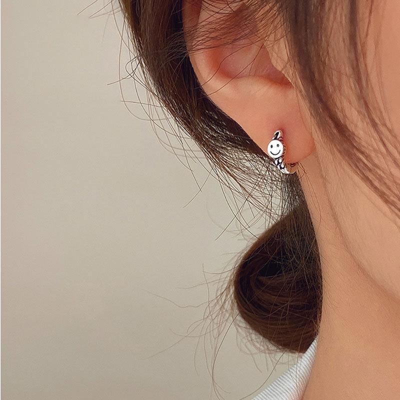 Серебряная улыбка лицо маленькая женская ушная кольца уха, серьги, новая мода в 2021 году