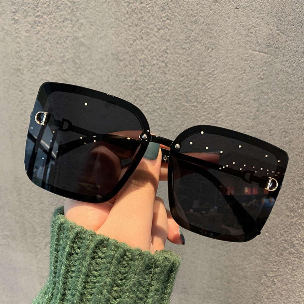 Coreano Grande Quadrado Quadrado Simples Black Polarized Sunglass Feminino Xiangshou Street Foto Moda Letter Letter Sunglass Versátil Vidro