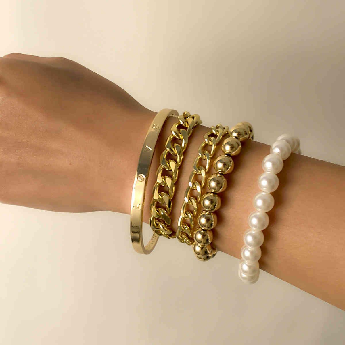Pulsera lisa suave de tipo C exagerado inspundense la cadena de perlas de imitación de múltiples capas de imitación.