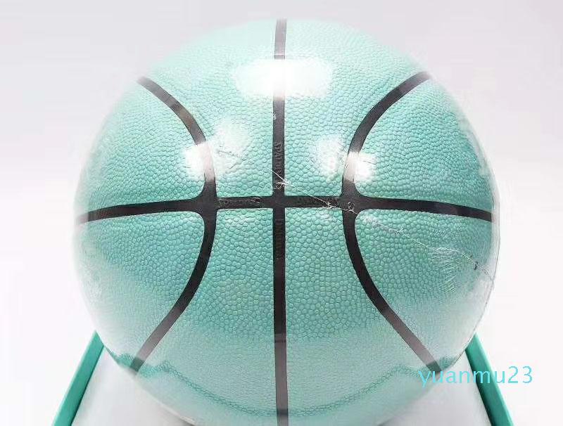 Kutu ile EUR Kupası Basketbollar 2021 Boyutu 54.5 CM Sepet Ortak Basketbol Küresel Sınırlı Sınırlı Sınavı En Kaliteli Top