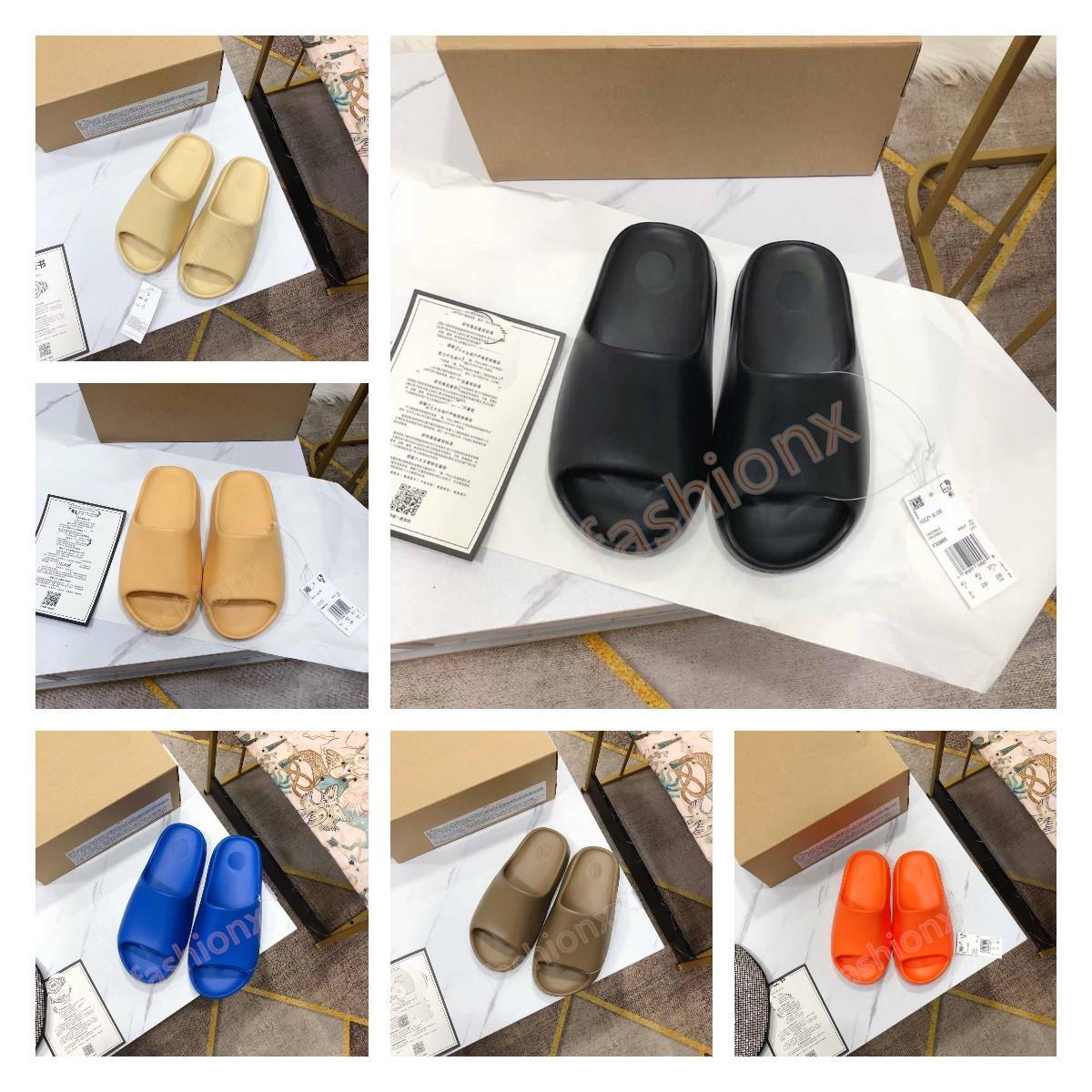 2021 Corredor de espuma Nuevas zapatillas para hombre Moda Diseñadores de verano Diapositivas Triple Negro Blanco Resina Sandalia Pura Arena Marrón Marrón Sandalias de goma inferior Flip Flop Sliders 36-47