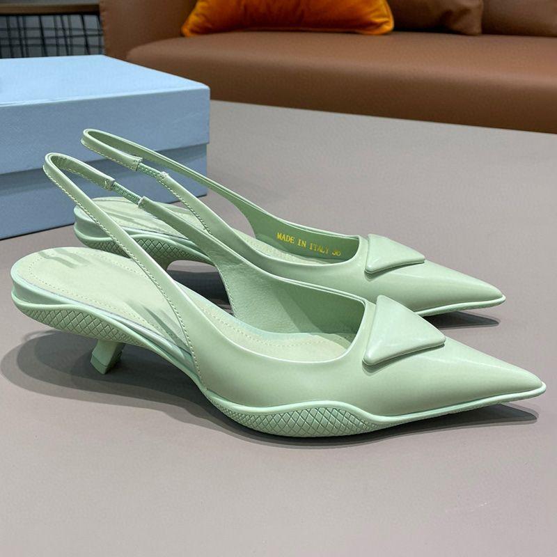 Yüksek kaliteli kadın sandalet tasarımcı ayakkabı moda sivri boya gerçek deri geri gezi kayışı yılan alt orta topuk