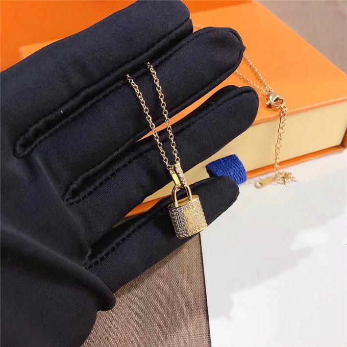 الفاخرة مصمم مجوهرات النساء قلادة قلادة الذهب قفل قلادة للرجال القلائد سلسلة الفضة أنيقة والأقراط أساور دعوى