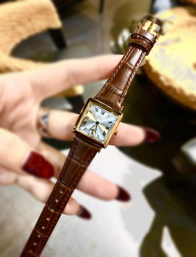 Relojes de diseño de mujeres de lujo con letras Movimiento de cuarzo de alta calidad para hombre Reloj de pulsera de mujer 24 mm reloj de pulsera cuadrada 2 colores