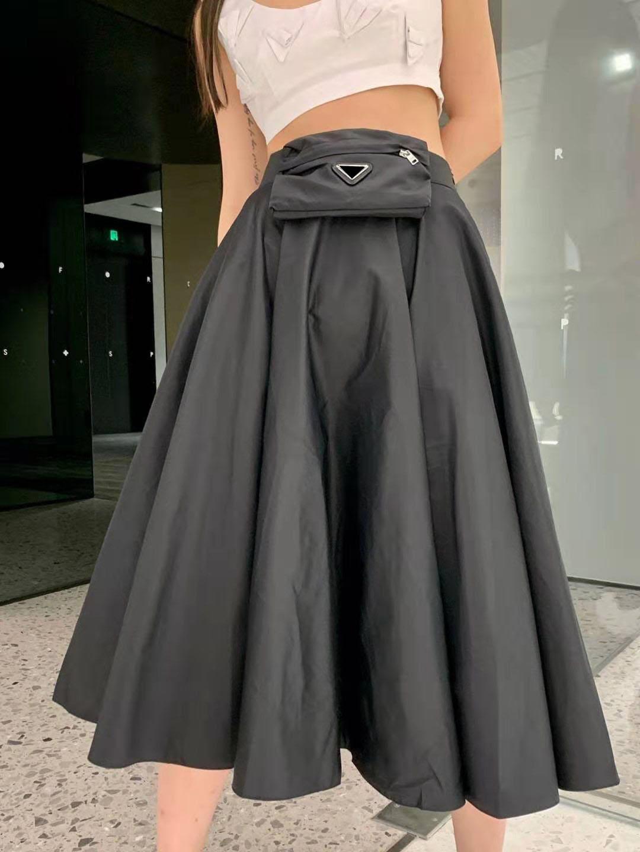 21ss النساء تنورة القوس يتلوى جودة عالية سيدة نصف فساتين مع المثلث المقلوب مباريات التنانير لربيع الخريف أبلى