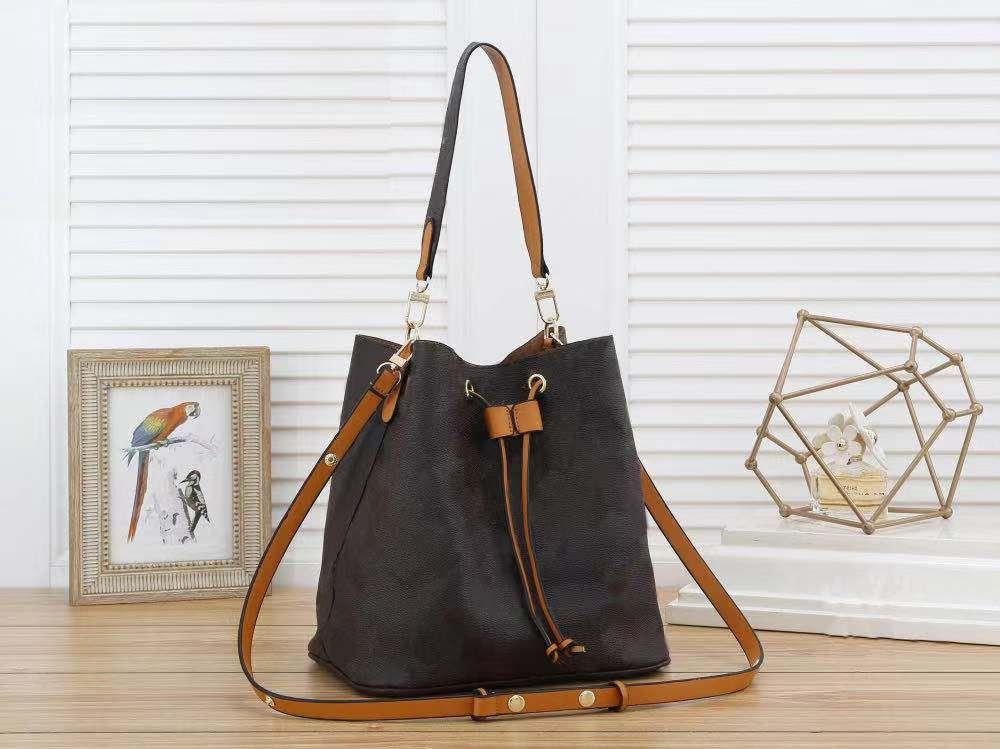 2021 최신 배낭 어깨 가방 기질 크로스 바디 카우보이 봄 여행 특별 학교 여성 학생을위한 특별 학교 가방 8232