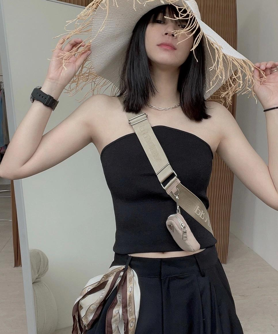 Camis 2021Europe and the United States INS temperament is modern pearl chain shows back condole belt sex appeal bottom vest knit blouse female
