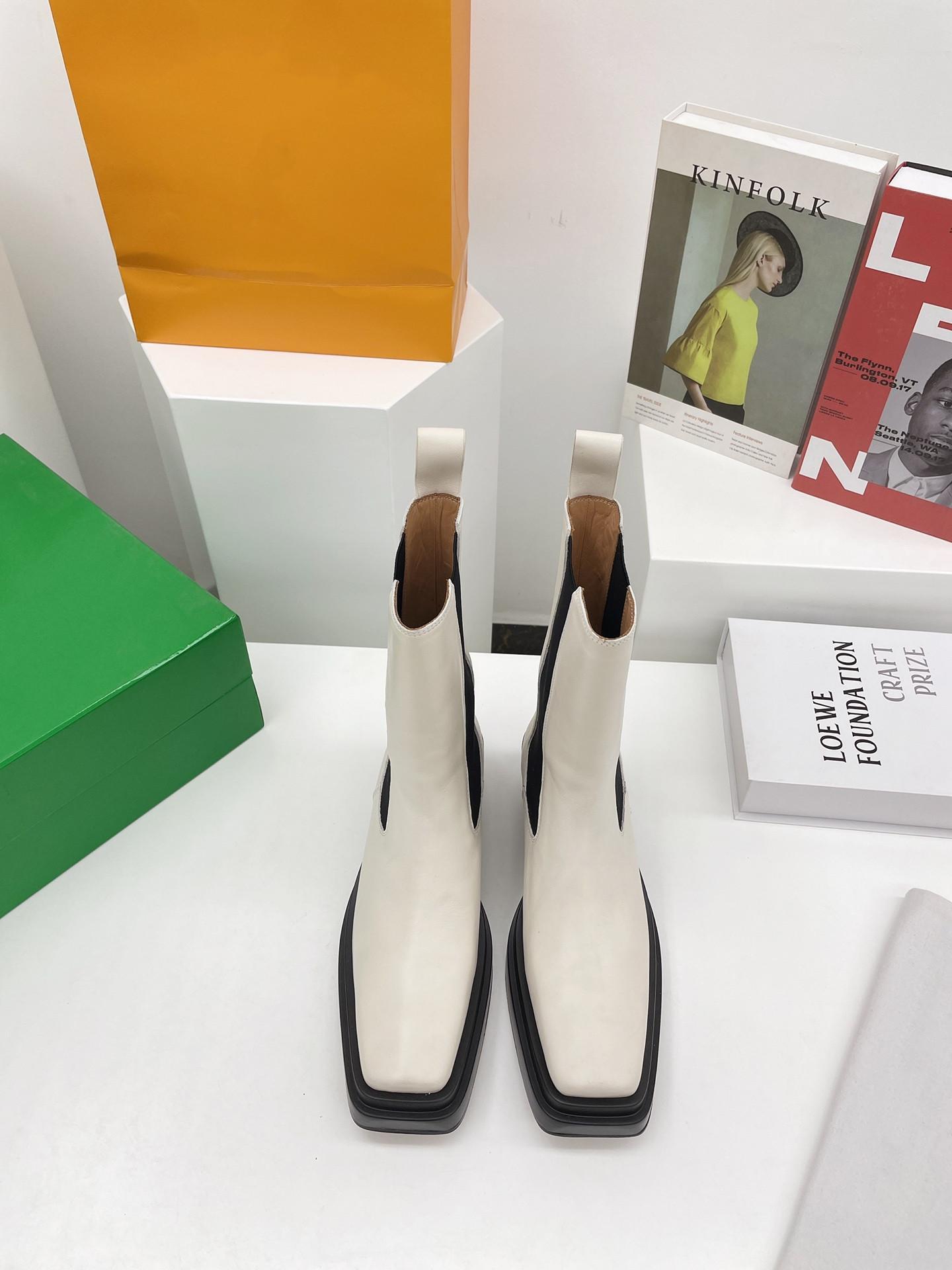2021 مدرب الكلاسيكية قصيرة الأحذية مهرج مارتن طلب استيراد جلد الفارس الجملة باطن ناعمة ومريحة مع ارتفاع 4.5 سم الحجم 35 إلى 40