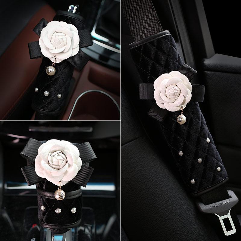 Camellia Rose Pearl Peluche Diamante Diamante Car Shifter Copertura Sedile Cintura Cintura Cover Spalla Pad Set di freno a mano Accessori per ragazze Accessori per la sicurezza