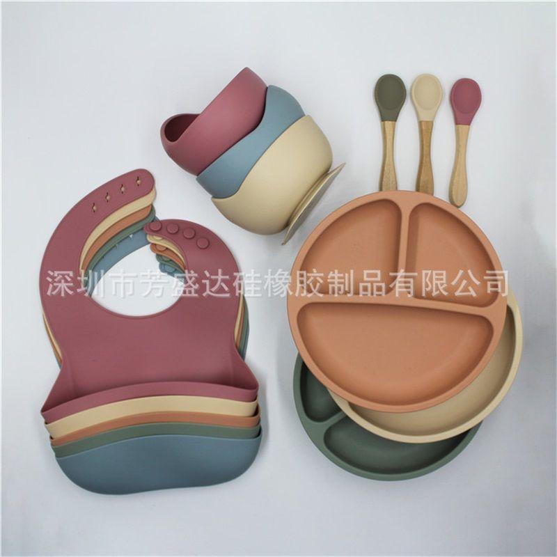 4 قطعة / المجموعة BPA حر الطفل سيليكون مائدة ماء مريلة بلون عشاء لوحة مصاصة وعاء وملعقة للأطفال 857 Y2