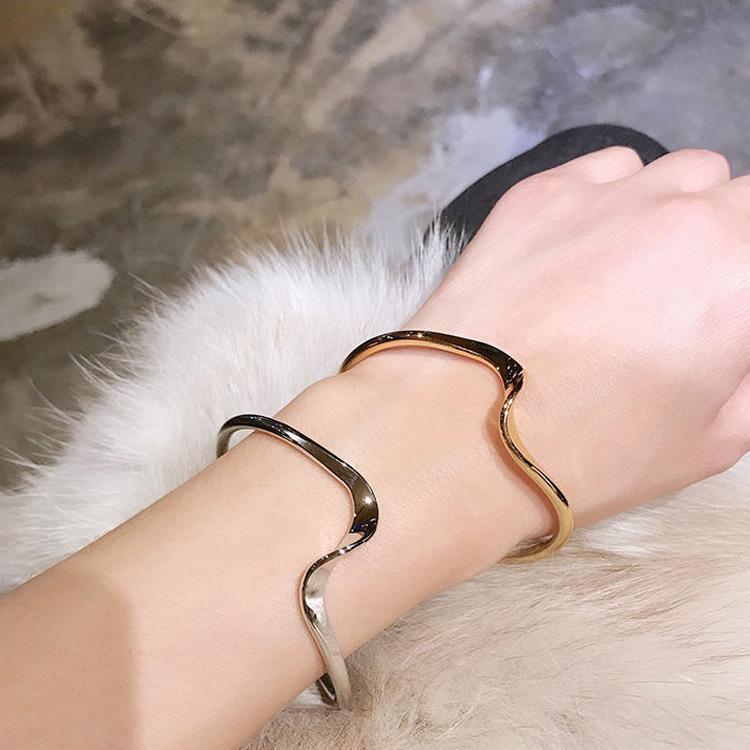 Ondulación brazalete pulsera japonés estilo coreano simples pulseras frío viento elegante mujeres salvaje femenino diseño sentido onda abierta mano joyería