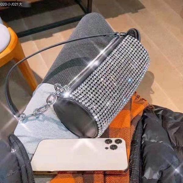 2021 العلامة التجارية مصمم حقيبة الكتف المرأة الأزياء الفاخرة الكلاسيكية الماس البسيطة حقيبة رسول المحمولة مع مربع حجم 19 * 8 سنتيمتر