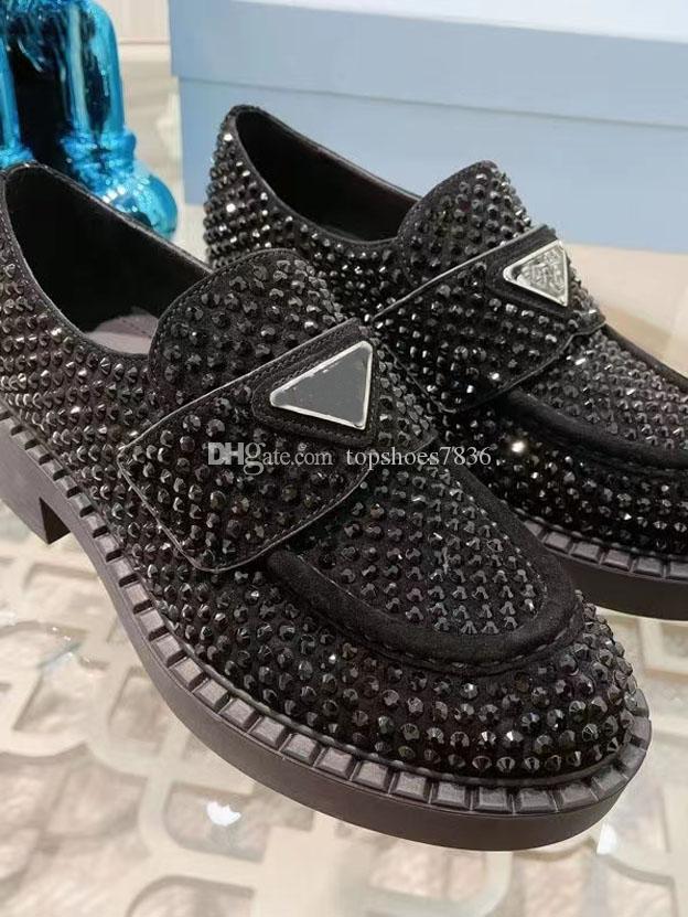 Scarpe formali versatili bianche e nere Scarpe formali di lusso Diamante di lusso Sandali in pelle Moda Rivet Slacks 35-40