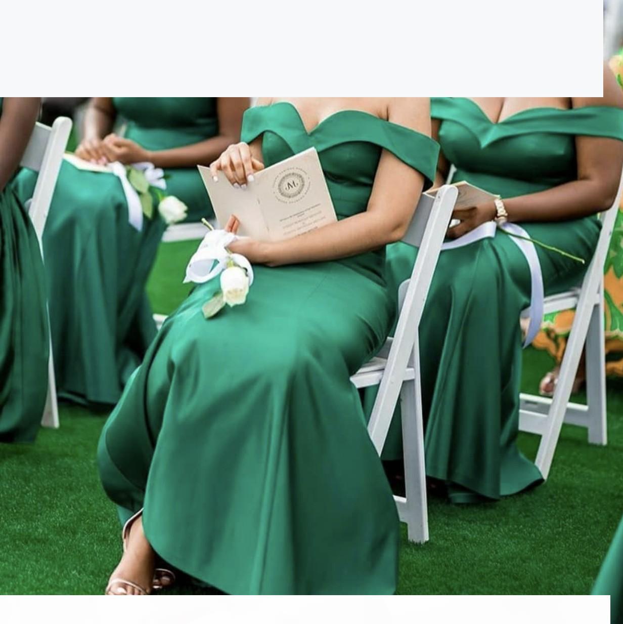 Grüne Brautjungfer Kleider einzigartiges Design 2021 Neue Satin-Hochzeit Guest-Kleider Meerjungfrau aus der Schulter Junior-Mädchen von Ehrenkleid billig