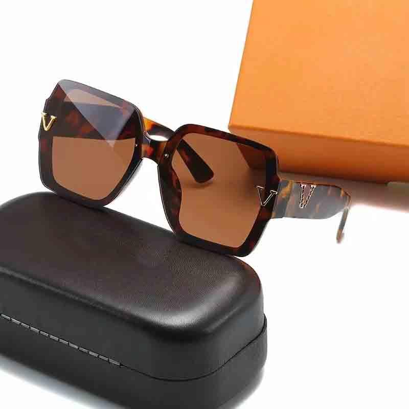 2021 Edición de moda Alta calidad 6150 Gafas de sol Hombres y mujeres Metallic Retro Sunglass Style UV400