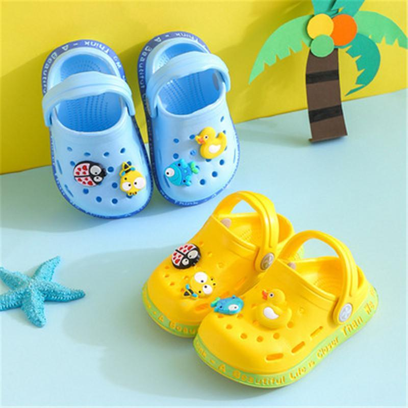 Niños Mules Clogs Summer Baby Baby Boys Girls Sandalias de dibujos animados Tacones planos Zapatillas de jardín para niños Zapatos