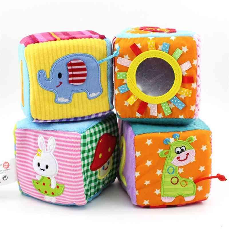 4 teile / satz Baby Spielzeug 0-12 Monate Spiel Würfel Plüschtuch Bausteine Weiche Rasseln Number Buchstaben Multifunktionsspielzeug Juguete 210402