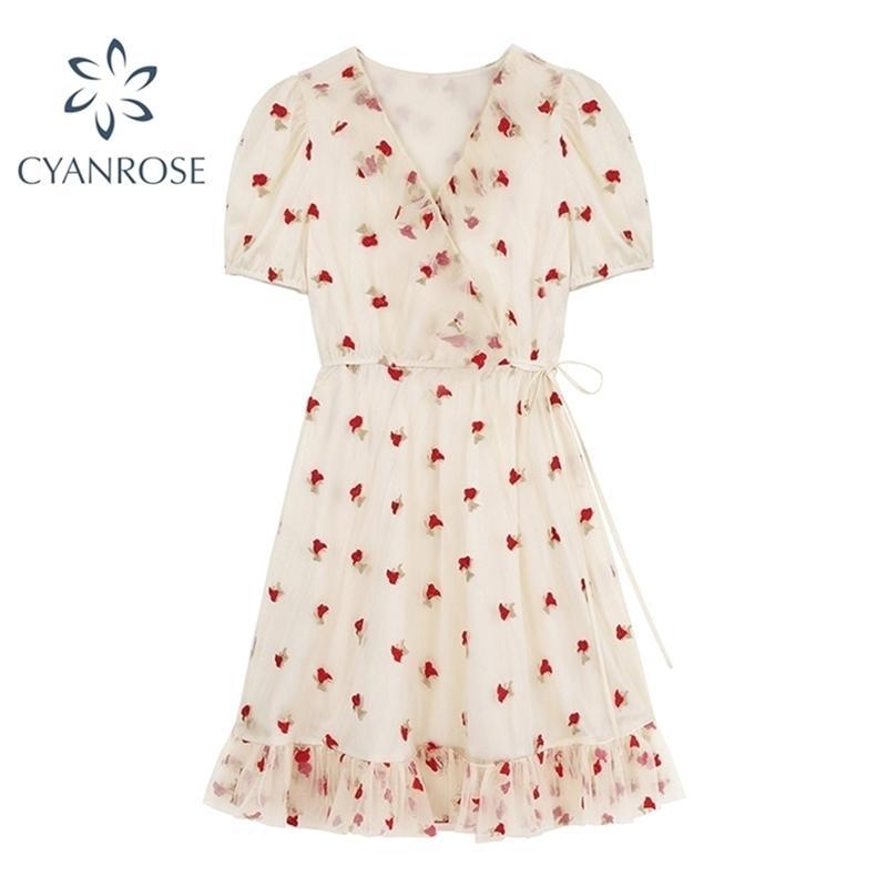 Summer Seleing Flower Ricamo Abiti per le donne Stile dolce manica corta Mesh Vintage Maglia Vacanze Mori Girl Fairy Dress 210515
