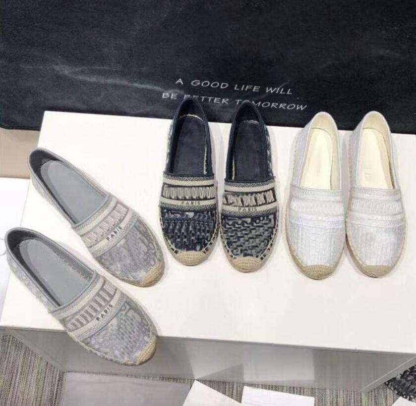 Luxurys عارضة النساء أحذية الرياضة المصممين الصيف السيدات شقة الشاطئ نصف النعال الأزياء امرأة المتسكعون الصياد قماش الحذاء مع مربع حجم 34-42