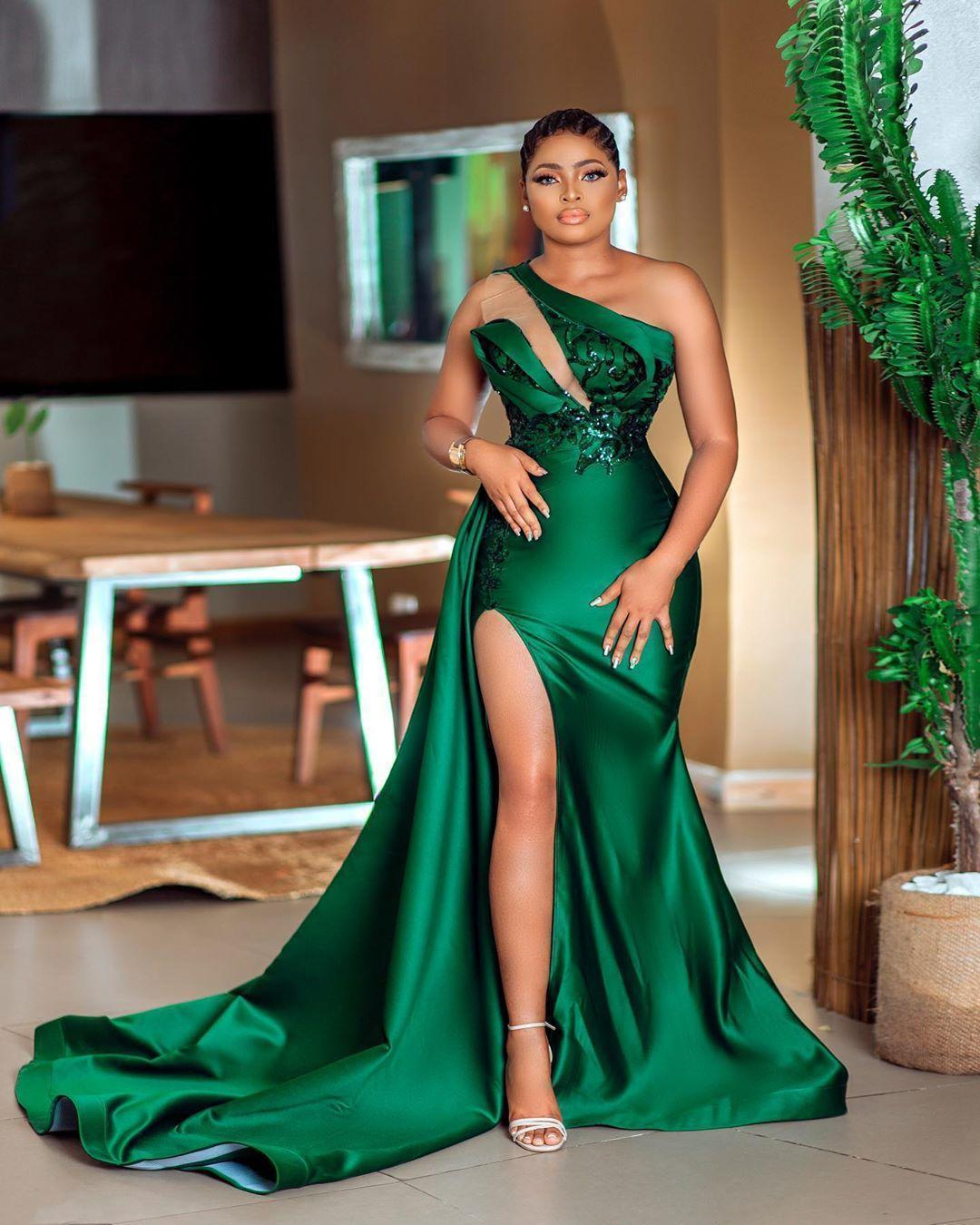 2021 Arabic Sexy Dark Green Mermaid Prom Dresses One Shoulder Illusion Sequined Lace Appliques Side Split Satin Sweep Train Aso Ebi Evening Gowns Vestidos Plus Size